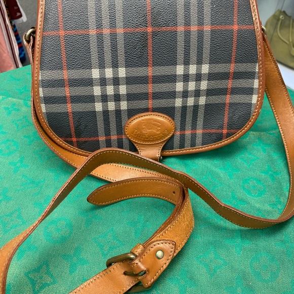 Burberry Handbags - Vintage Burberry's sling bag